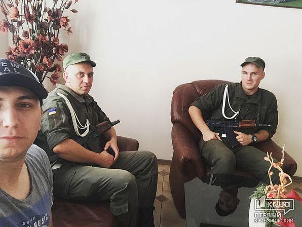 ВКривом Роге вооруженные силовики обыскивают кабинет ахметовского учреждения