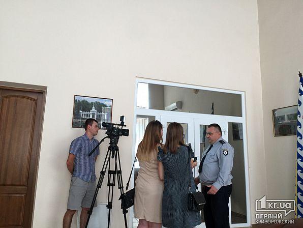 Обыски вКривом Роге: вооруженные люди обыскивают кабинет «Криворожгаза» и«Метинвеста»
