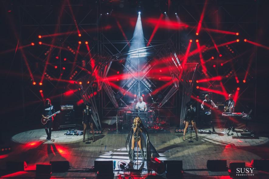 Новое шоу и 2 фуры светового оборудования – стартовал всеукраинский тур LOBODA