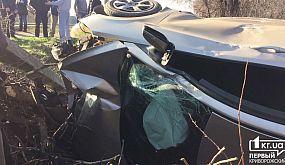 В Кривом Роге авто вылетело и перевернулось | 1kr.ua