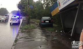 В Кривом Роге Daewoo врезался в остановку   1kr.ua