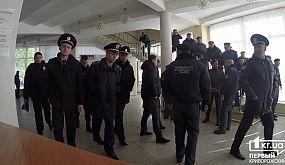 В Кривом Роге в горсовет не пускали граждан | 1kr.ua