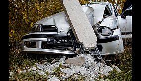 В Кривом Роге грузовой Mercedes снес Mitsubishi в столб | 1kr.ua