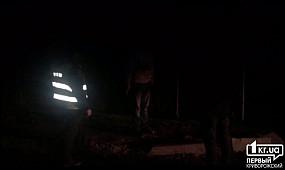 На въезде в Кривой Рог неизвестный бросался под колеса автомобилей   1kr.ua (18+)
