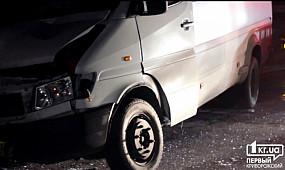 В Кривом Роге девятка столкнулась с маршрутным такси.  1kr.ua