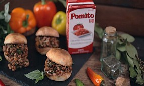 "Сэндвич-бургер ""Слоппи Джо"" [Рецепты Bon Appetit]"