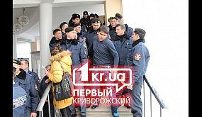 В Кривом Роге людей не пускали в горсовет | 1kr.ua