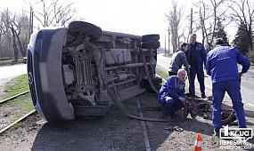 ДТП Кривой Рог: микроавтобус Merсedes перевернулся на бок