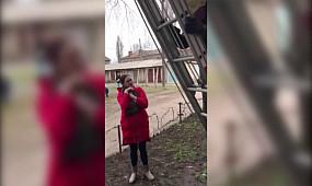 м. Кривий Ріг: рятувальники зняли з дерева кота та повернули власниці