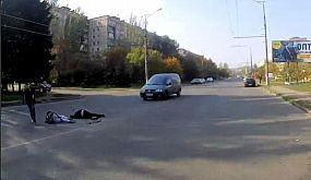 Водитель легковушки сбил двоих школьников