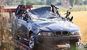 Происшествия: под Кривым Рогом BMW e39 врезалось в дерево и перевернулось на крышу | 1kr.ua