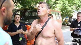 Новости: в Кривом Роге мужчина ездил с запрещенной символикой по городу (18+)