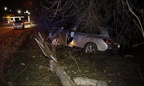 Новости Кривой Рог: Toyota Highlander подрезала две легковушки и снесла столб со знаками| 1kr.ua