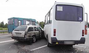Аварія з маршруткою на дамбі КРЕСу