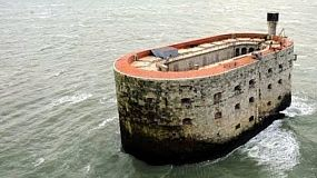 Загадочная крепость в Атлантическом океане