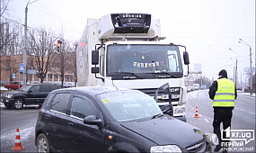 В Кривом Роге грузовик протаранил легковушку | 1kr.ua