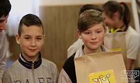 Общество Кривой Рог: Пакеты добра передали детям-сиротам | 1kr.ua