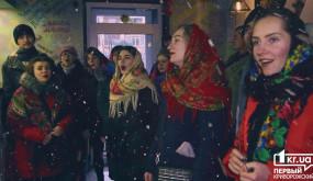 Студенти заспівали колядки та щедрівки у середмісті | 1kr.ua